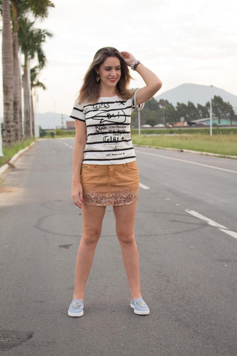 saia camel blusa p&b look