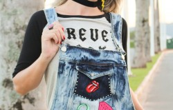 Jardineira jeans com patches